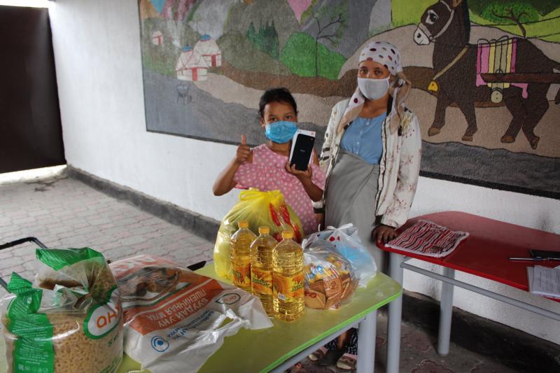 2020-07-Uitreiking-voedselpakketten-Dordoi-tel-Nurkiyalmom