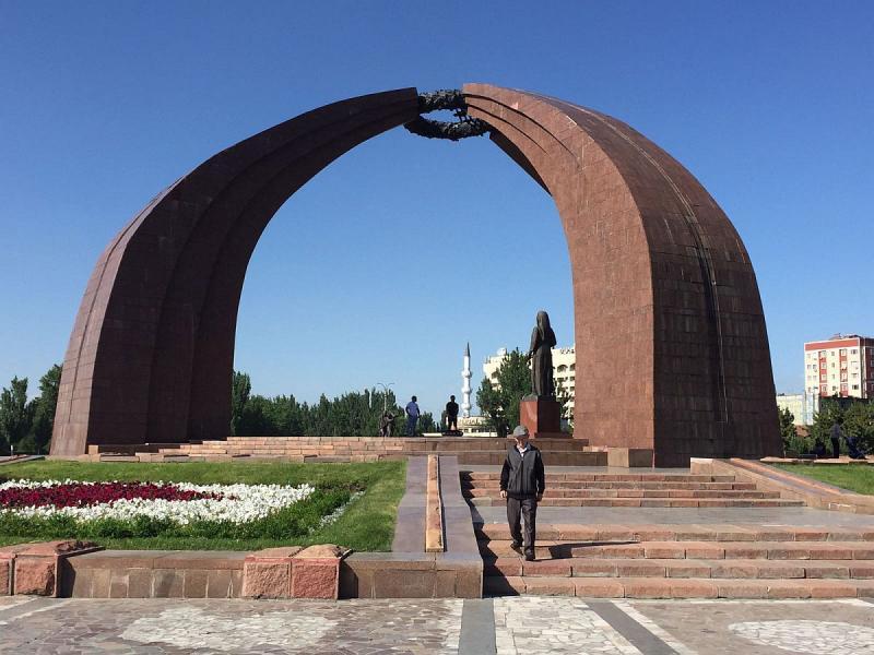 BishkekMonumentofVictory2017-06